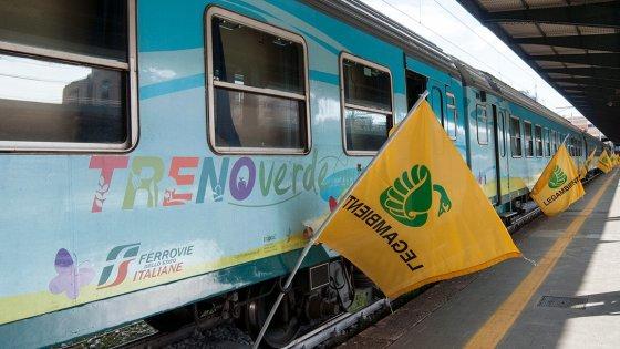 Treno Verde-legambiente-ferrovie-italia-efficienza-energetica-energia-rinnovabile-binari-edifici-viaggio-spese-energetiche
